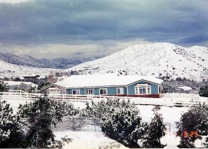 Agua Dulce home in snow