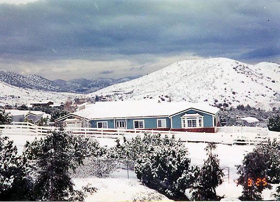 Agua Dulce home in snow