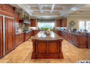 16152 Live Oak Circle Canyon Country kitchen