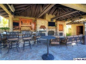 16152 Live Oak Circle Canyon Country outdoor patio